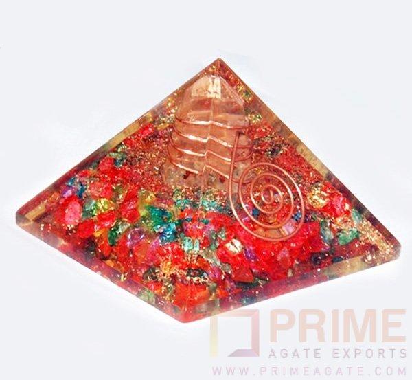 MixOnyxChakraPyramid-withCrystalPoint