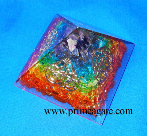 Chakra-Onyx-Orgonite-Pyramid-With-4SIDED-Tree-Of-Life