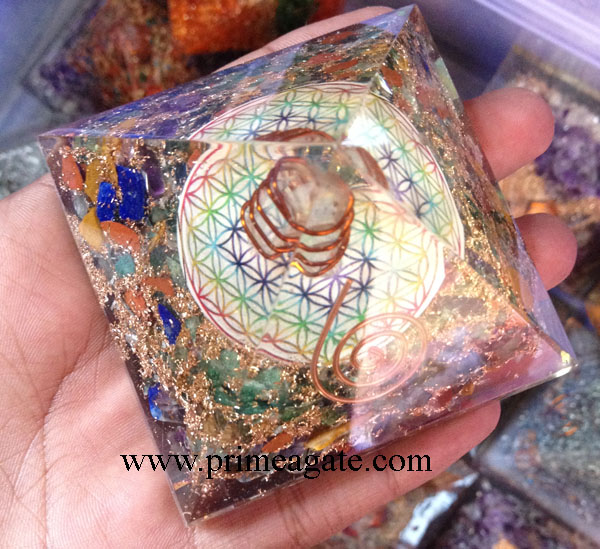 Chakra-Stones-Flower-Of-Life-Orgone-Pyramid-With-Charge-Crystal-Point