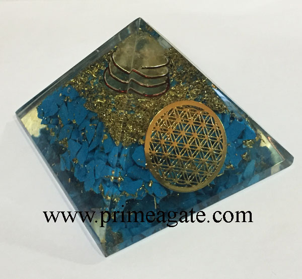 orgone-turquoise-pyramid-with-metal-flower-of-life